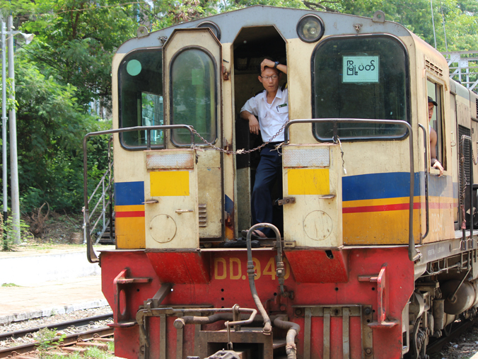 yangon-circle-train2